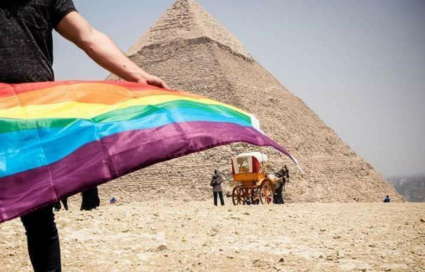 """Consejos de seguridad ante la """"cacería masiva de gays"""" por la policía en Egipto"""