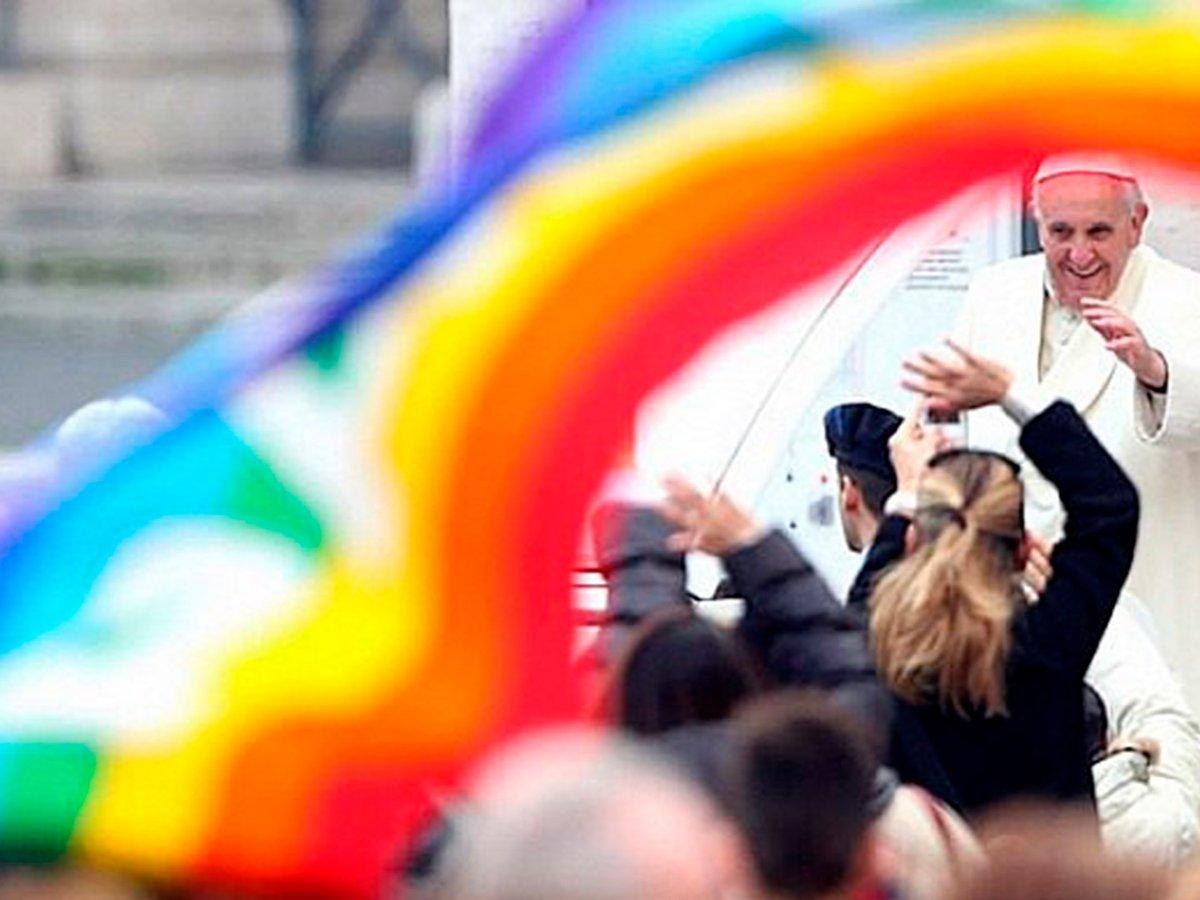 El Papa apoya las uniones civiles entre homosexuales y su derecho a estar cubiertos legalmente
