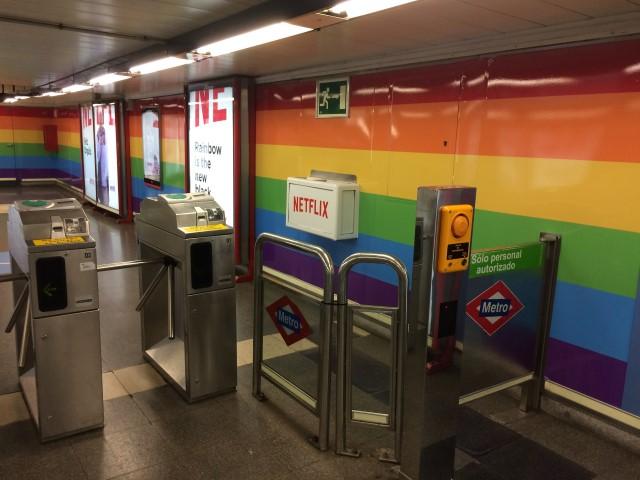 CHUECA: El metro arcoíris del Orgullo