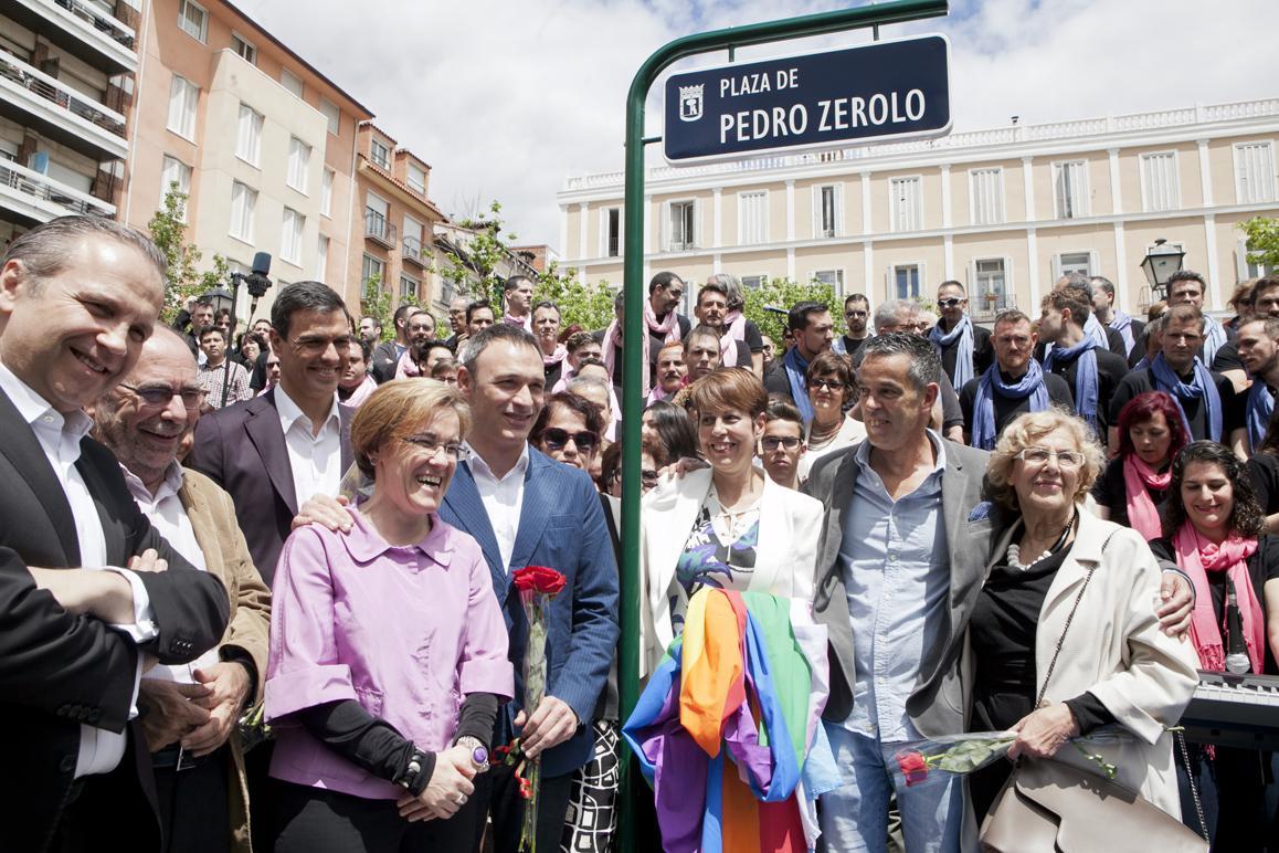 VOX pide retirar el nombre de Pedro Zerolo de la plaza en su honor en Chueca