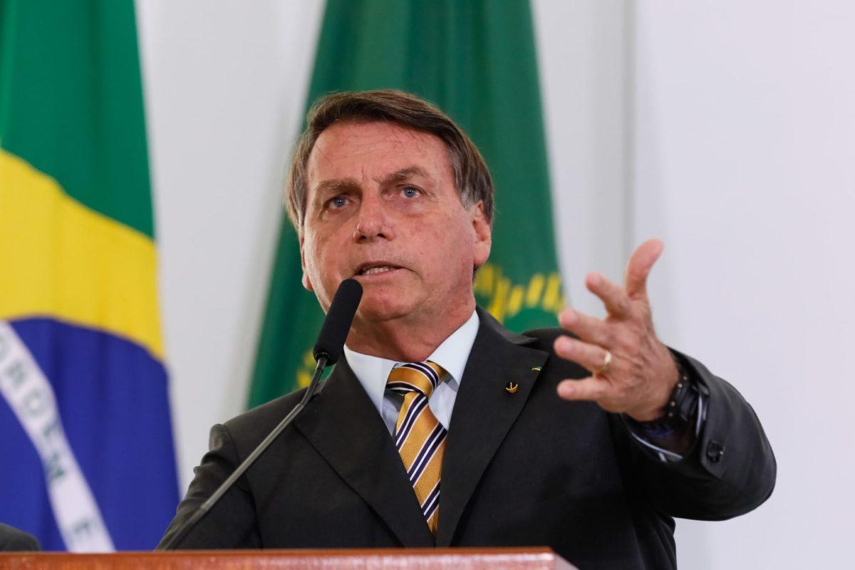 """Bolsonaro a los ciudadanos de Brasil: """"Tienen que dejar de ser un país de maricas. Tenemos que enfrentar de pecho abierto, luchar"""""""